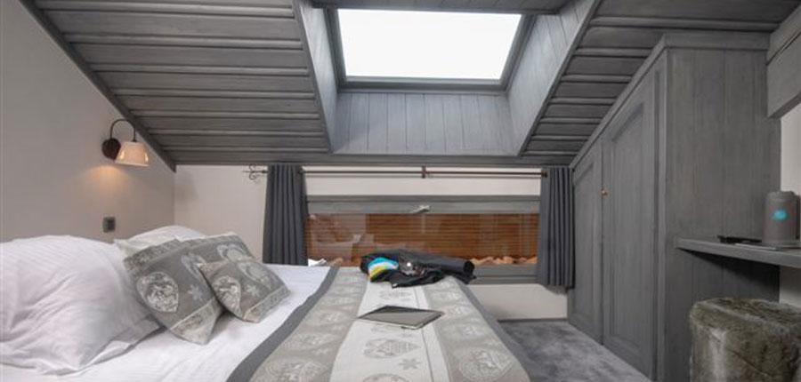 France_Meribel_Hotel-la-chaudanne_Bedroom-small.jpg